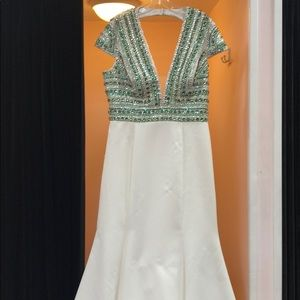 NWT WHITE AND GREEN DRESS